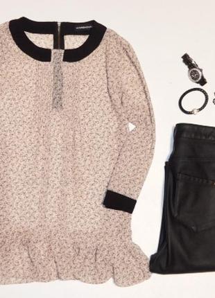 Красивая блуза с бантиками и молнией по спинке,смотрите доп.фото