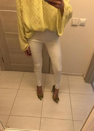 Белые джинсы new look