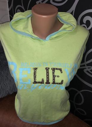 Красивая салатовая футболочка с капюшоном бренд x-mail