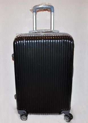 Черный чемодан среднего размера из поликарбоната