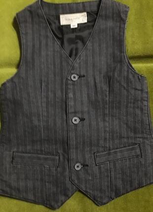 Модная жилетка для мальчика под брюки рост 104 bon'a part