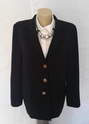 Шикарный пиджак,жакет,шерсть,на пуговицах,карманы италия