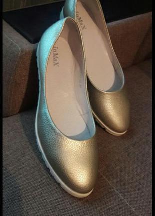 Новые кожаные туфли 39 р