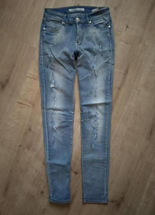 Шикарны нові джинси с потертостями skinny tifossi