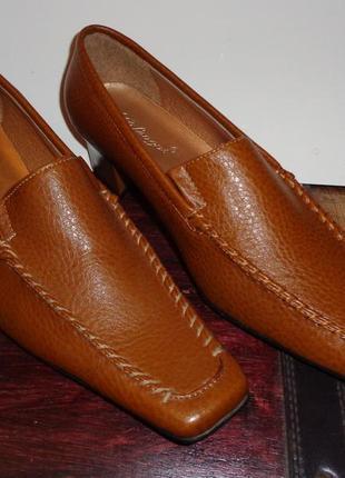 Новые туфли коричневые каблук