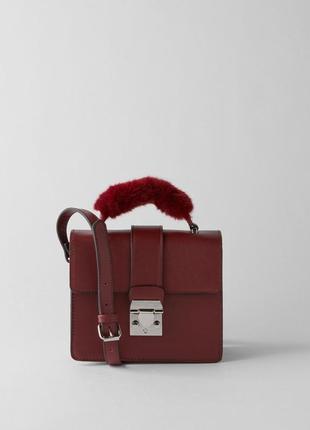 Новая фирменная сумка кросс боди с меховой ручкой