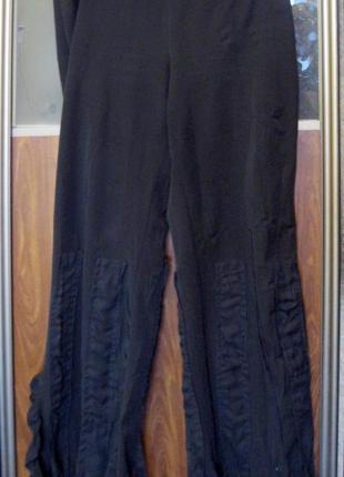 Элегантные коктельные брюки bellissima с нашитыми шифоновыми лентами и боковыми разрезами