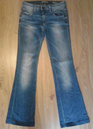 Отличные фирменные джинсы