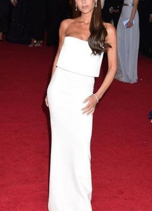 Белое платье в пол с рюшей