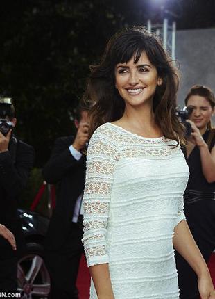 Кружевное платье шведского дизайнера lindex белое обтягивающее гипюр четверной рукав