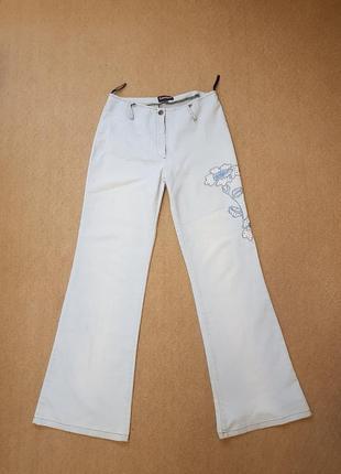 Легкие джинсы клеш