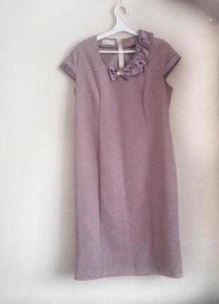 Плаття бузкового кольору на короткому рукаві