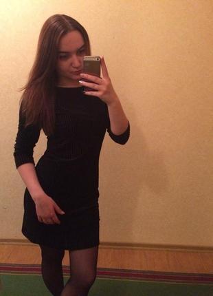 Класичне чорне плаття, черное платье