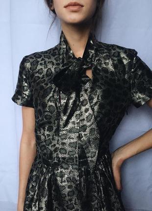 Шелковое коктейльное платье , анималистический принт