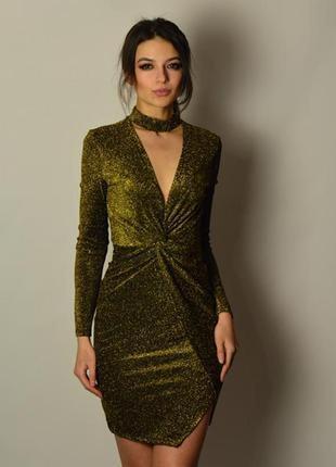 Стильное трендовое золотое платье люрекс чокер драпировка запах асимметрия
