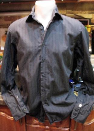 Черная рубашка в фактурную полоску