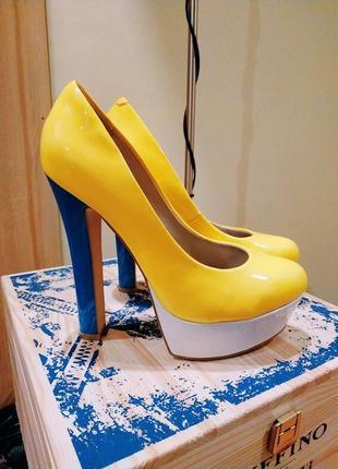 Яркие туфли от vicini