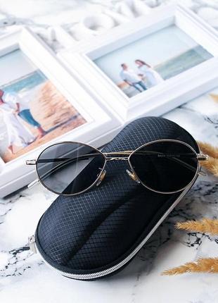 Трендовые маленькие черные очки в металлической оправе