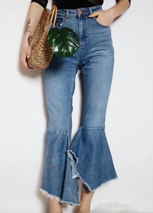 Крутые джинсы на высокой посадке с невероятным расклешенным низом от asos