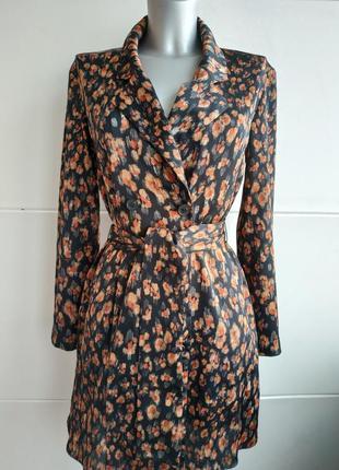 Стильный пиджак zara с абстрактным принтом из струящейся ткани