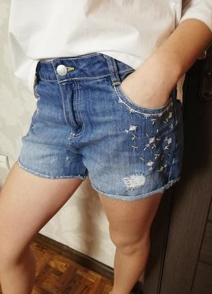 Фирменные джинсовые шорты потертые tammy girl