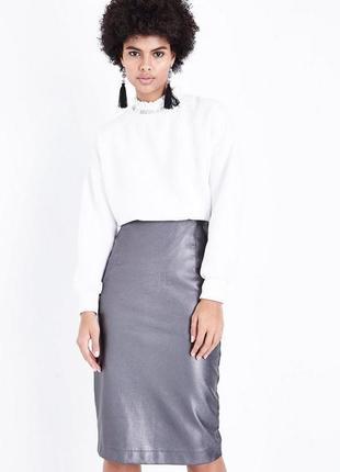 Нереальная кожаная юбка миди с разрезом сзади металлик нарядная, карандаш ниже колена