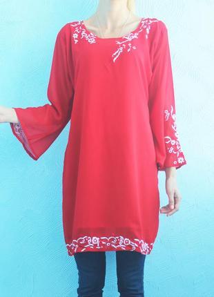 Вышитая блуза красного цвета