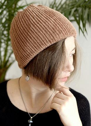 Велюрова тепла шапочка кольору капучіно