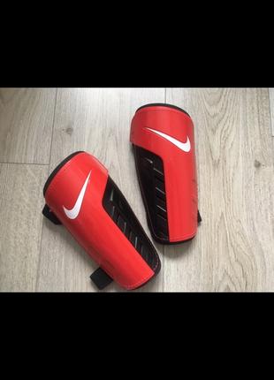 Щитки для футбола nike