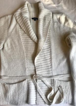 Зимняя вязаная кофта на завазках