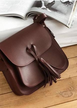 Вместительная бордовая сумка