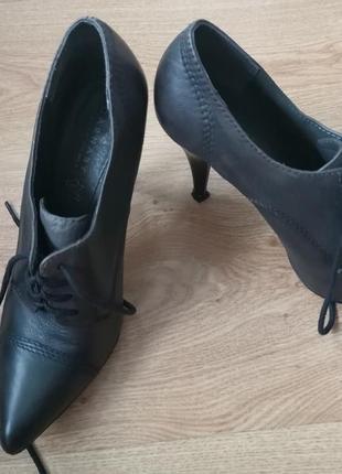 Классические туфли carnaby