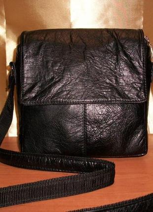 Мужская сумка из натуральной кожи через плечо с клапаном на магнитах.