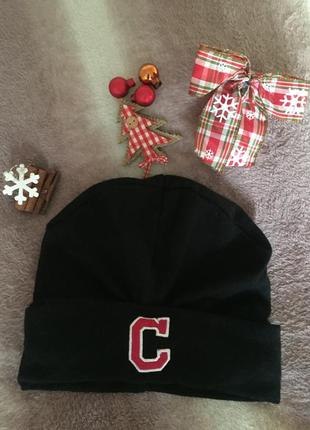 Чёрная тёплая шапка с буквой с h&m новая шапочка