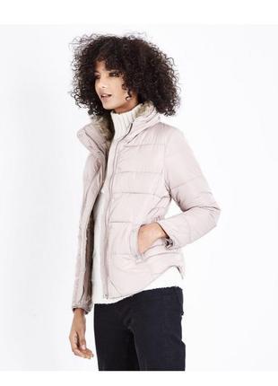 Нежная пудровая куртка демисезон с мехом и капюшоном, стеганая дутая