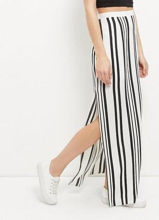Длинная юбка в продольную полоску с глубокими разрезами по бокам, размер xl