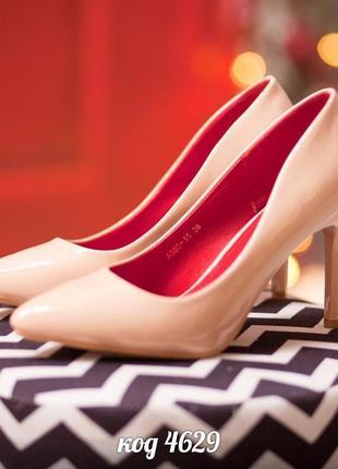 Туфли из эко - лака бежевого цвета. размеры с 36 по 40