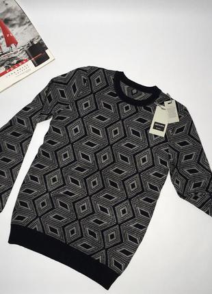 Плотный мужской тёплый свитер отличного качества