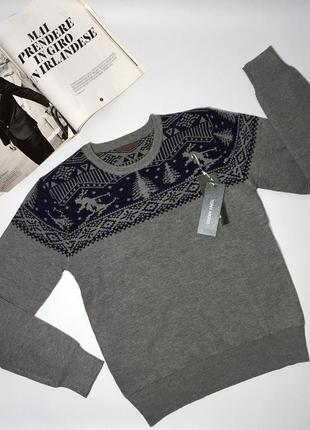 Плотный мужской тёплый свитер отличного качества.