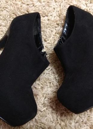 Женские замшевые туфли на шпильке 24.5см. по стельке.
