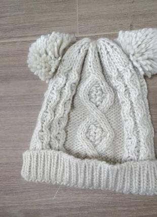 Шапка шапочка вязаная бежевая с бубонами аля ушками