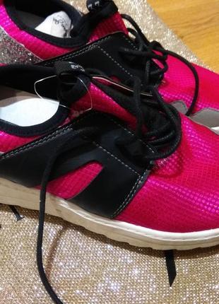Стильные кроссовки 26.5см германия