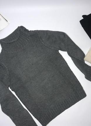 Вязаный мужской теплый свитер.