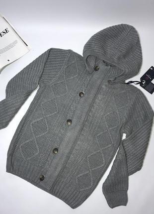 Вязаный плотный теплый свитер