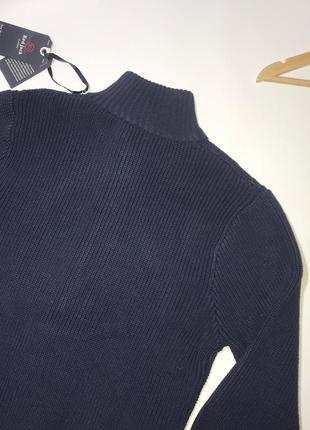 Плотный теплый свитер на пуговицах и змейке