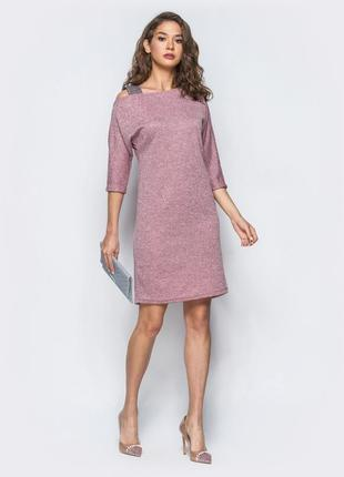 Платье на одно плече.