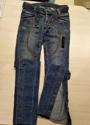 Фирменные  стильные котоновые джинсы,р26,s.