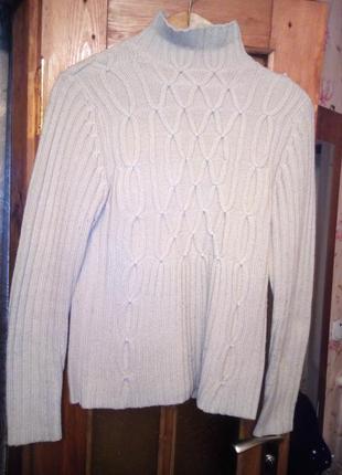 Продаю красивый теплый свитер.
