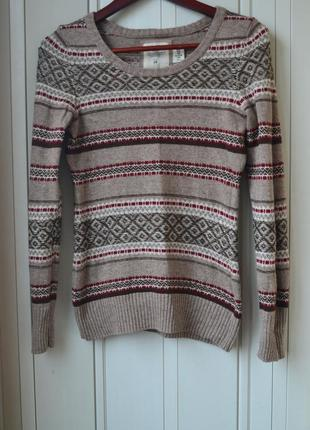 Стильный свитер свитер с узором свитер с вырезом
