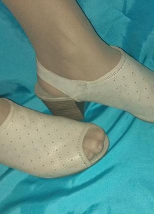 Стильные кожаные босоножки сандалии hush puppies р 39